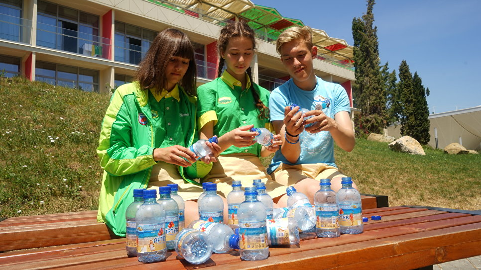 Волонтеры помогают проводить раздельный сбор мусора