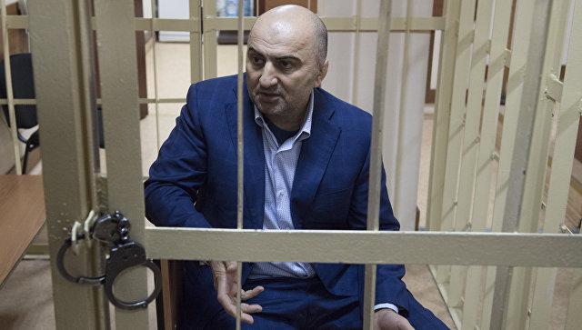 Суд арестовал дагестанского полицейского поделу овзятке вдва млн долларов