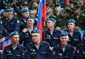 Военнослужащие на Красной площади перед началом праздничного концерта, посвященного Дню России. 12 июня 2018