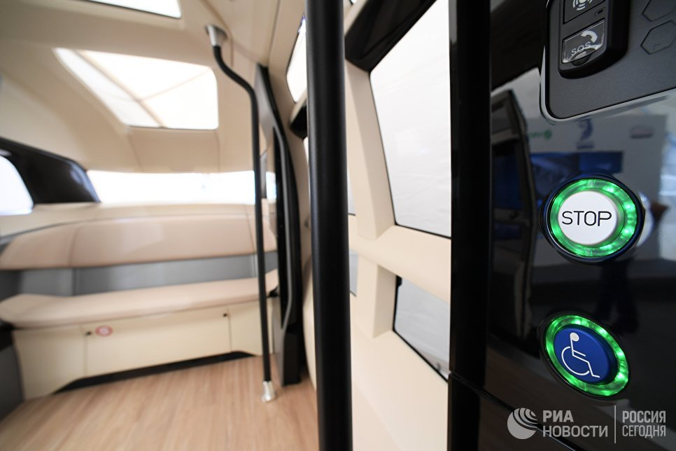 Салон прототипа беспилотного электробуса ШАТЛ, предоставленного российским производителем грузовых автомобилей КамАЗ, в Казани