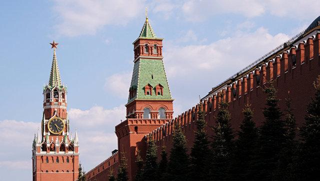 Спасская и Сенатская башни Московского Кремля. Архивное фото