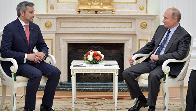 Владимир Путин и президент Парагвая Марио Абдо Бенитес во время встречи. 14 июня 2018