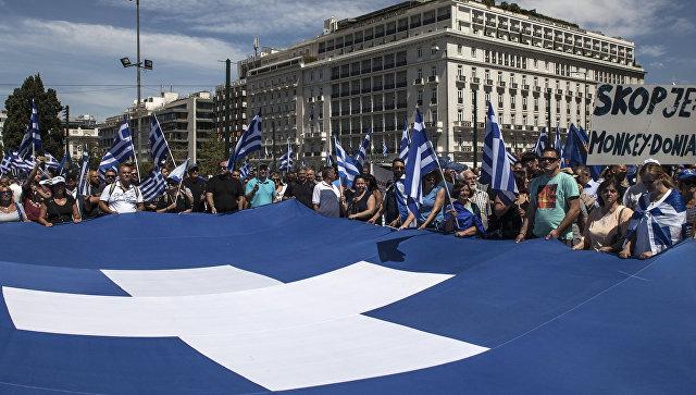 Демонстранты у парламента Греции в Афинах. Архивное фото
