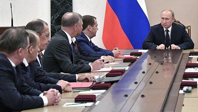 Президент РФ Владимир Путин на совещании с постоянными членами Совета безопасности РФ. Архивное фото