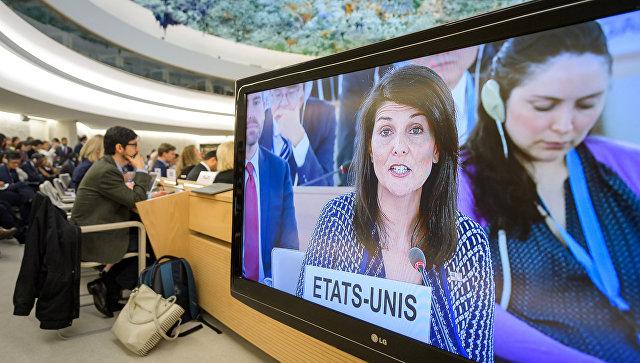 Постпред США при ООН Никки Хейли на экране во время заседания Совета по правам человека при ООН в Женеве. 6 июня 2018
