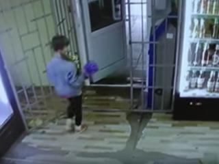 Записи с камер наблюдения пропавшей 9-летней девочки