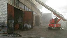 Тушение пожара на территории автопредприятия в Курске. 25 июня 2018