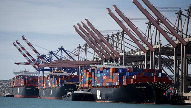 Контейнеровозы в порту Лос-Анджелеса, США. Архивное фото