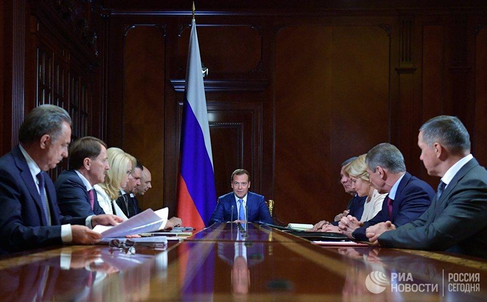 Председатель правительства РФ Дмитрий Медведев проводит совещание с вице-премьерами РФ. 2 июля 2018