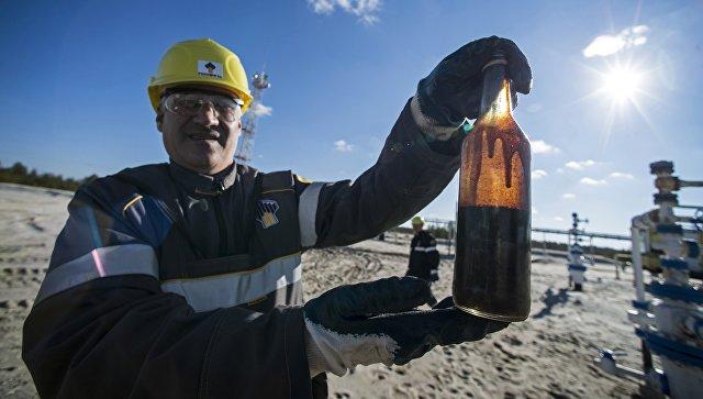 Оператор по добычи нефти на Ново-пурпейском месторождении в Ямало-Ненецком автономном округе