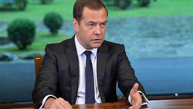 Медведев не проводит публичных мероприятий из-за травмы