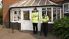 Полицейские у баптистской церкви в Эймсбери. Архивное фото