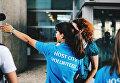 Волонтеры принимали участие в тренировках по фитнесу, занимались в разговорных клубах на иностранных языках