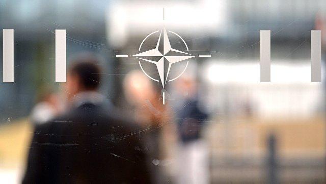 Эмблема Организации Североатлантического договора (НАТО) в Брюсселе. Архивное фото