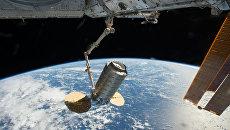 Американский грузовой корабль Northrop Grumman Cygnus и МКС. архивное фото