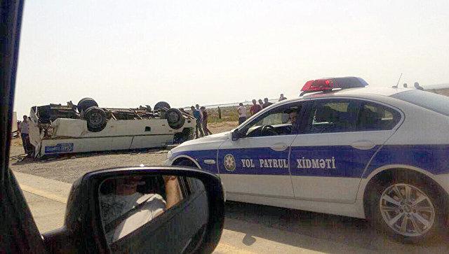 В Баку грузовик врезался в автобус: один человек погиб, 13 пострадали