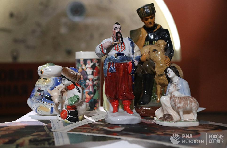Инсталляция выставки Археология Петлюры в Музее Москвы.