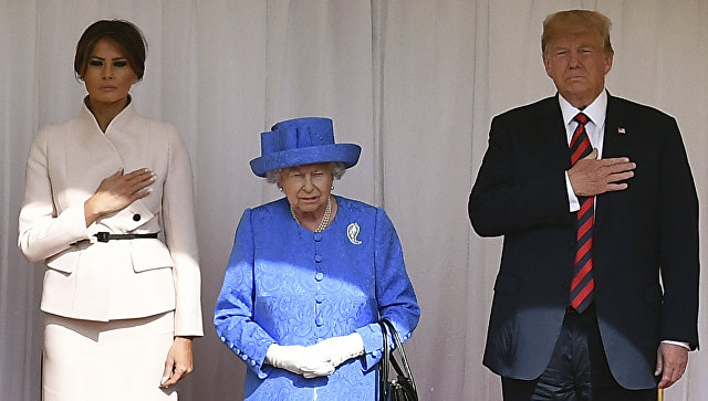 Президент США Дональд Трамп и его супруга Меланья во время встречи с королевой Великобритании с Елизаветой II. 13 июля 2018
