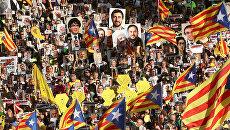 Масштабная акция с требованием освободить каталонских политиков, которых обвиняют в связи с незаконным референдумом о независимости 1 октября 2017 года, прошла в Барселоне