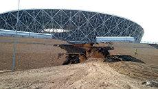 Размытая дорога к стадиону Волгоград Арена в Волгограде. Архивное фото