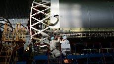 Сборка ракет-носителей Протон в центре имени Хруничева. Архивное фото