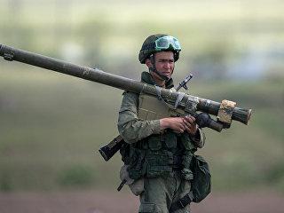Военнослужащий во время учений на полигоне Алагяз  в Армении. Архивное фото