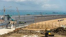 Рабочие на строительстве автомобильных подходов к мосту через Керченский пролив и автомобильной дороги федерального значения Таврида в Крыму. Архивное фото