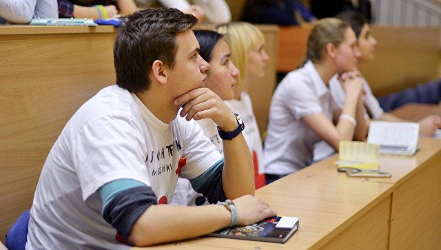 Волонтеры-медики организовали школьникам университетские каникулы