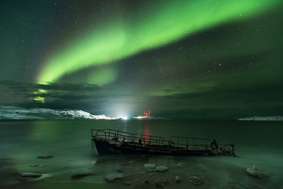 Работа фотографа Michael Zav'yalov Aurora Borealis on the coast of the Barents sea, вошедшая в шорт-лист Insight Astronomy Photographer of the Year 2018