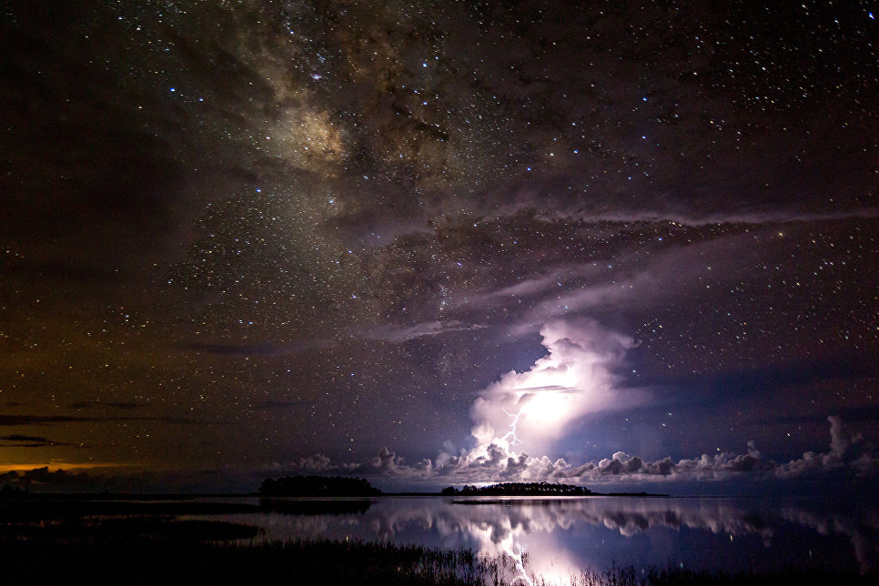 Работа фотографа Tianyuan Xiao Thunderstorm under milky way, вошедшая в шорт-лист Insight Astronomy Photographer of the Year 2018