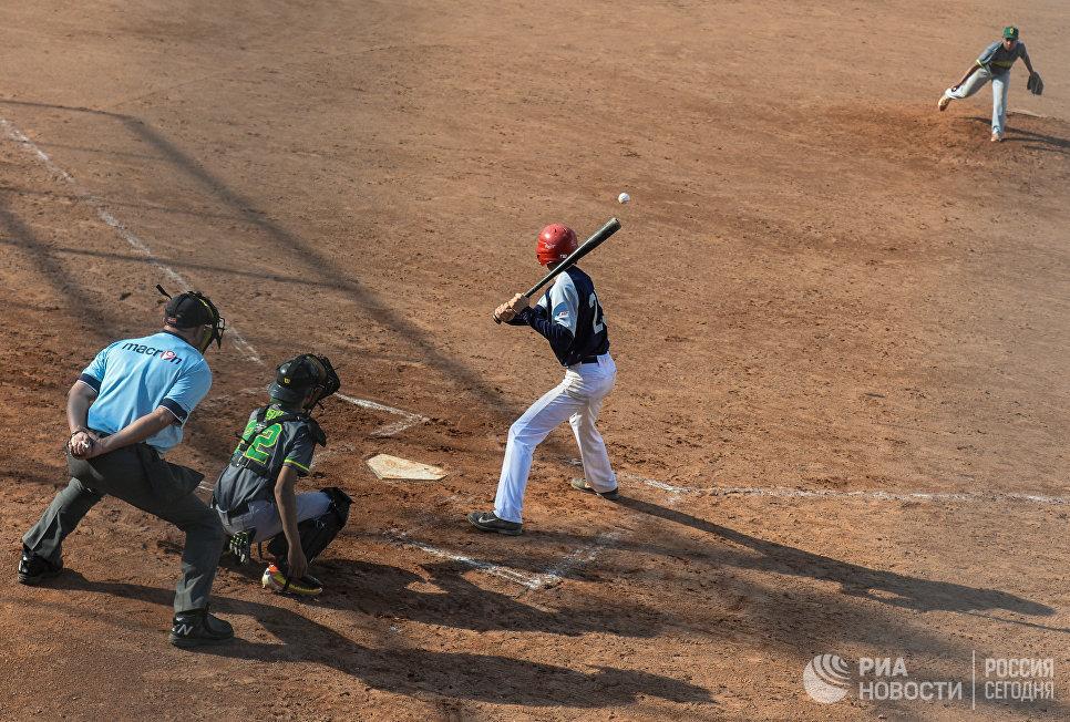 Бейсбольное поле в Братеевской пойме