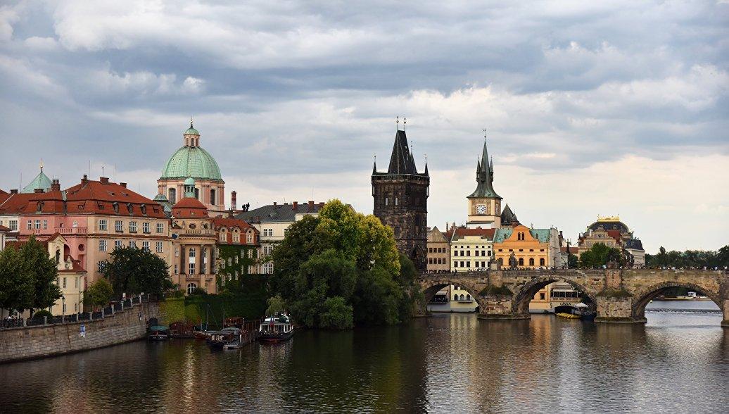 Карлов мост и Староместская мостовая башня в Праге