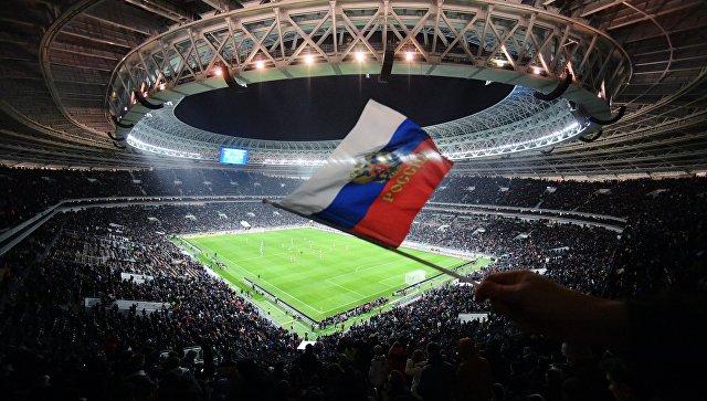 Флаг России на трибуне стадиона Лужники в Москве