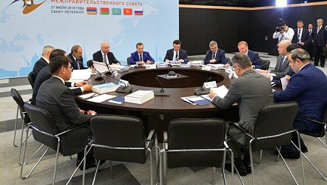 Медведев призвал к борьбе против торговых ограничений в рамках ЕАЭС