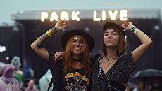 Зрители музыкального фестиваля Park Live в Центральном парке культуры и отдыха имени Горького в Москве
