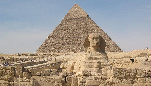 Сфинкс и пирамида Хеопса в Гизе. Архивное фото
