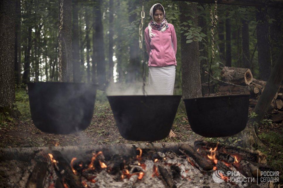 Котлы, где готовится ритуальная еда в честь праздника Сярем.