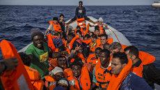 Лодка с мигрантами недалеко от берегов Ливии
