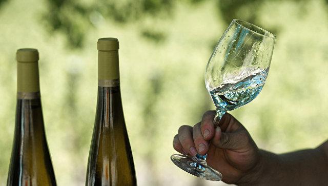 Бокал белого вина. Архивное фото