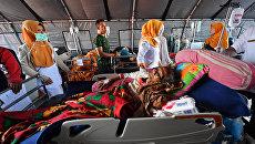 Полевой госпиталь Руслан в Матарам на индонезийском острове Ломбок, на утро после сильного землетрясения, поразившего этот район. 6 августа 2018