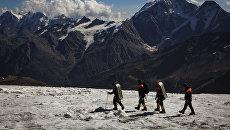 Поисково-спасательный отряд в горах Кабардино-Балкарии. Архивное фото