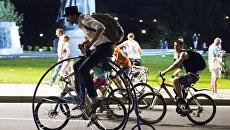 Москвичи на велосипедах. Архивное фото