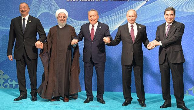 Президент России Владимир Путин на церемонии совместного фотографирования глав государств-участников V Каспийского саммита в Актау. 12 августа 2018