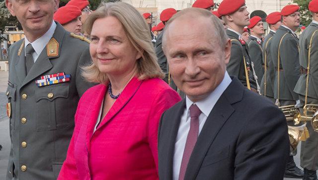 Президент РФ Владимир Путин и министр европейских, интеграционных и иностранных дел Австрии Карин Кнайсль. Архивное фото