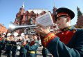 Выступление оркестра у памятника маршалу Георгию Жукову на Манежной площади в Москве в рамках программы Военные оркестры в парках. 18 августа 2018
