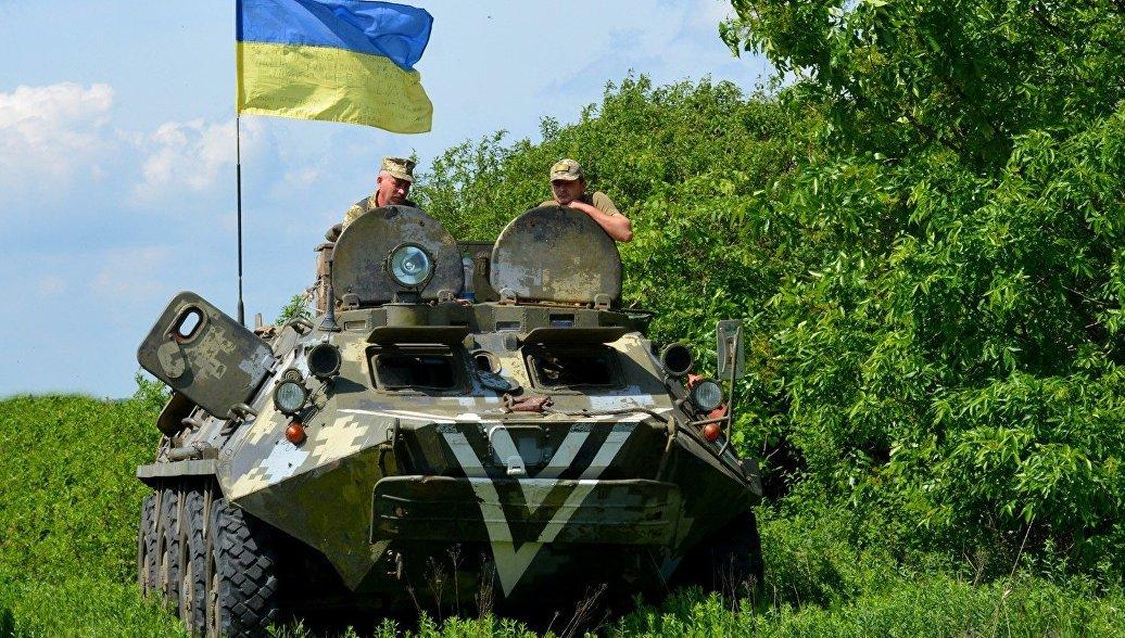 Украинские силовики подвозят тяжелое вооружение в Донбасс, заявили в ЛНР