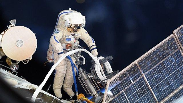 Российский космонавт во время выхода в открытый космос. 15 августа 2018 года