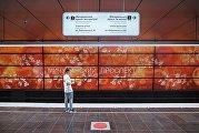 Пассажир на станции Мичуринский проспект Калининско-Солнцевской линии Московского метрополитена