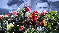 Траурная акция в память о погибшем главе ДНР Александре Захарченко на центральной площади Симферополя. 1 сентября 2018