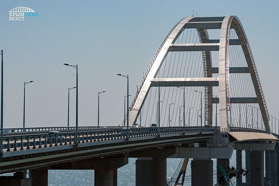 В Сети появилось новое видео столкновения плавкрана с Крымским мостом